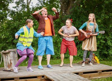 """Från Unga Romas föreställning """"Miranda Mirakel"""" 2016. Från vänster: Ulrika Mannerfelt, Palle Paulsen, Hanna Bylund och Alicia Söderman."""